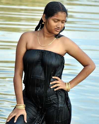 Hot Mallu Aunty Photos in Wet Dress | HOT MALLU AUNTIES