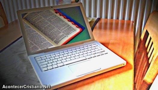 Estudio revela que muchas personas comparten su fe por Internet