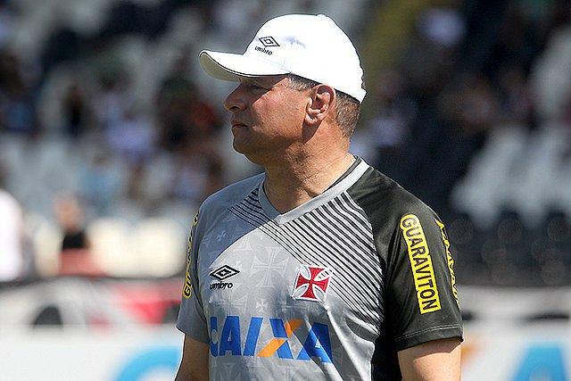 Celso Roth tem o apoio de Eurico Miranda para continuar no cargo (foto: Paulo Fernandes/Vasco da Gama)