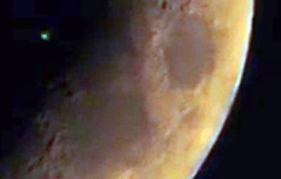 Green Glowing UFO Caught Crossing The Moon 2016, UFO Sightings