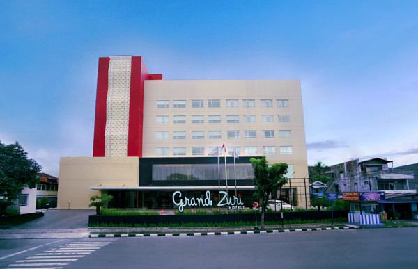Gedung Hotel Grand Zuri Padang Tampak dari Depan