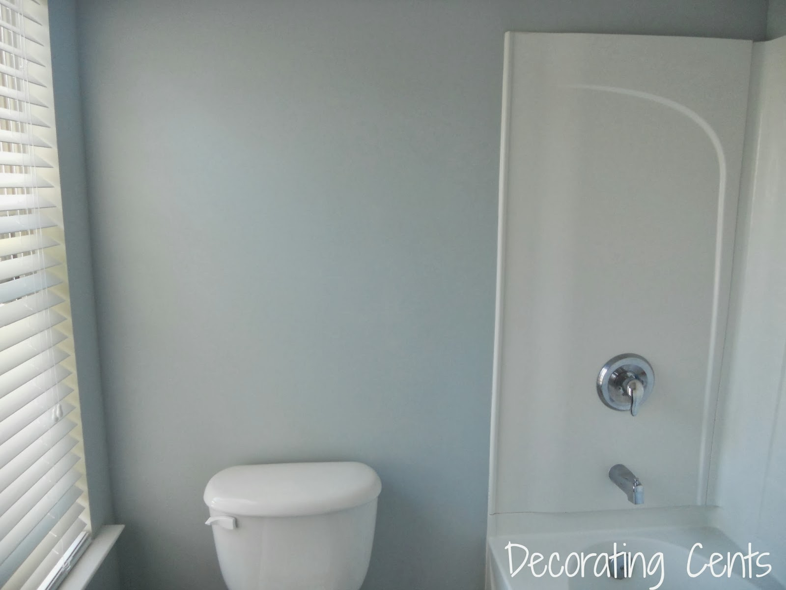 Decorating Cents: Hall Bathroom: Paint on the Walls
