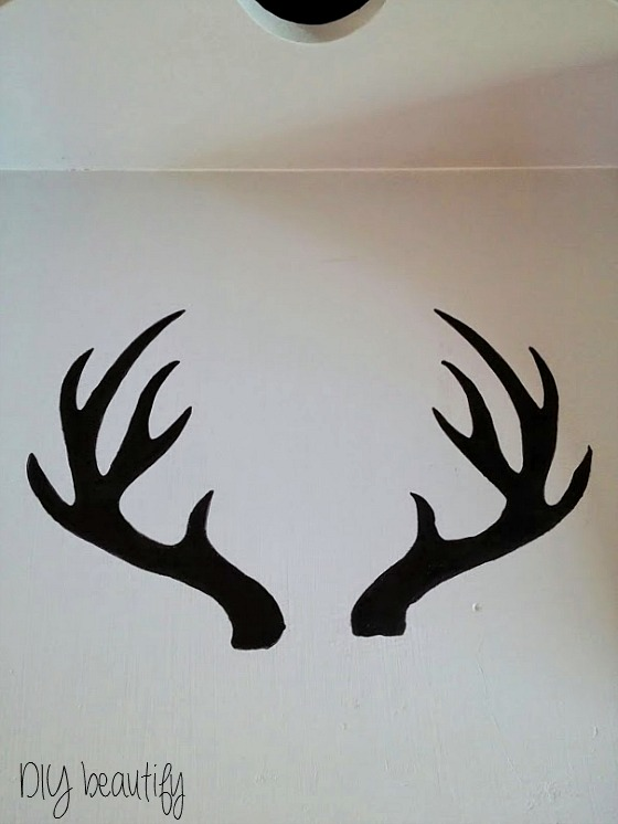 Painting antlers on a table www.diybeautify.com