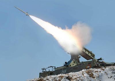 Misil udara Korea Utara: Latihan militer menggunakan peluru sungguhan, pesawat tak berawak dan pencegat misil jelajah diluncurkan dari lokasi yang tidak diungkapkan di Korea Utara, tanggal 20 Maret. [AFP]