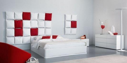 en blanco con algunos despliegues de rojo Los muebles son blancos