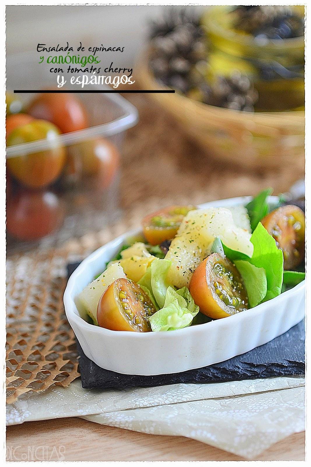 Ensalada de espinacas y canónigos con tomates cherry y espárragos