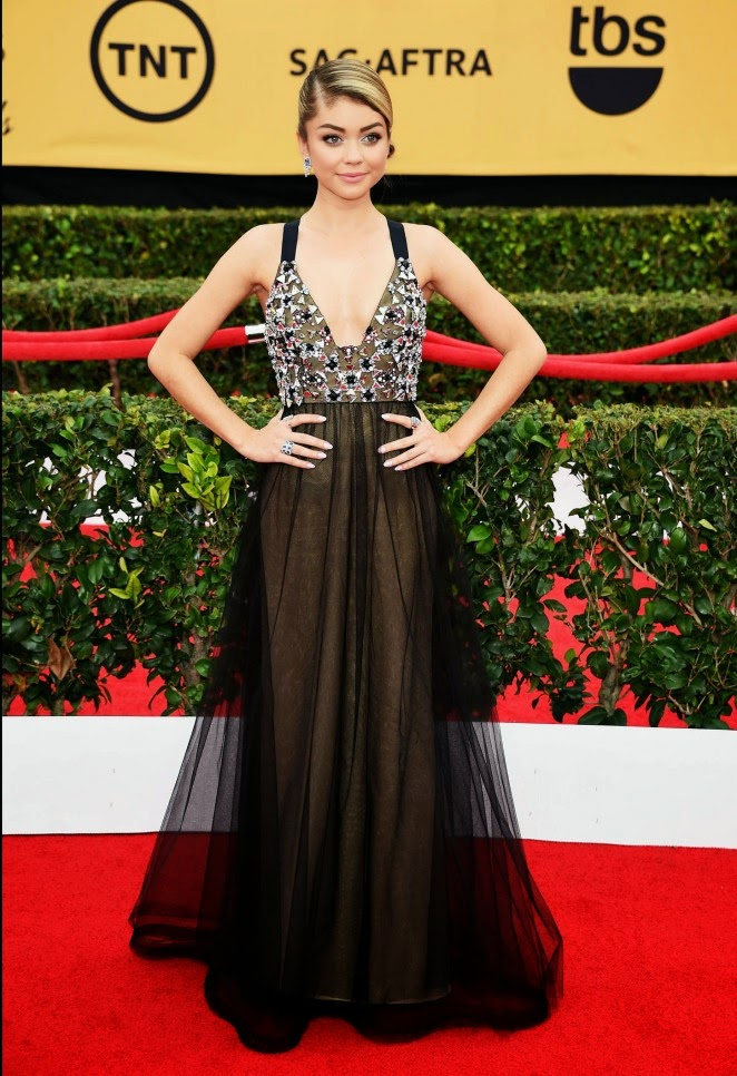 Sarah Hyland stuns in a Vera Wang gown at the 21st Annual SAG Awards in LA