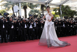Hot Sonam Kapoor Cannes 2011 Photos, Pics