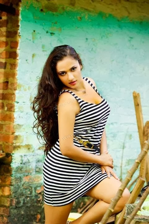 Sri Lankan Popular Actress Udari Warnakulasuriya Hot Photos