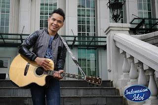 Sandy yg keluar Tereliminasi dari Indonesian Idol 2012