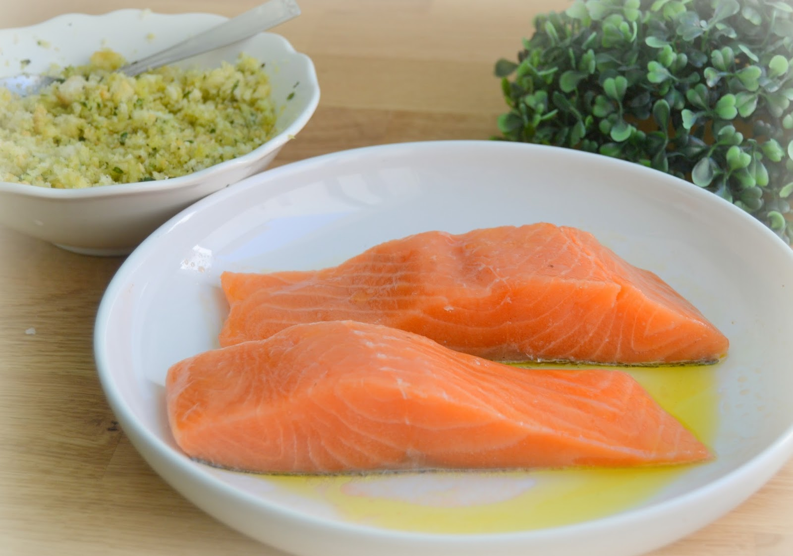 Salmón al horno con costra al pesto pesto. Baked salmon. Receta fácil, rápida y saludable.
