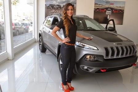 El jeep cherokee llega a los garajes cruce os autos y motos for Garajes metalicos en bolivia