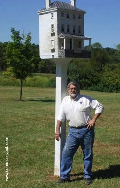 Casa de pájaros y el artesano creador