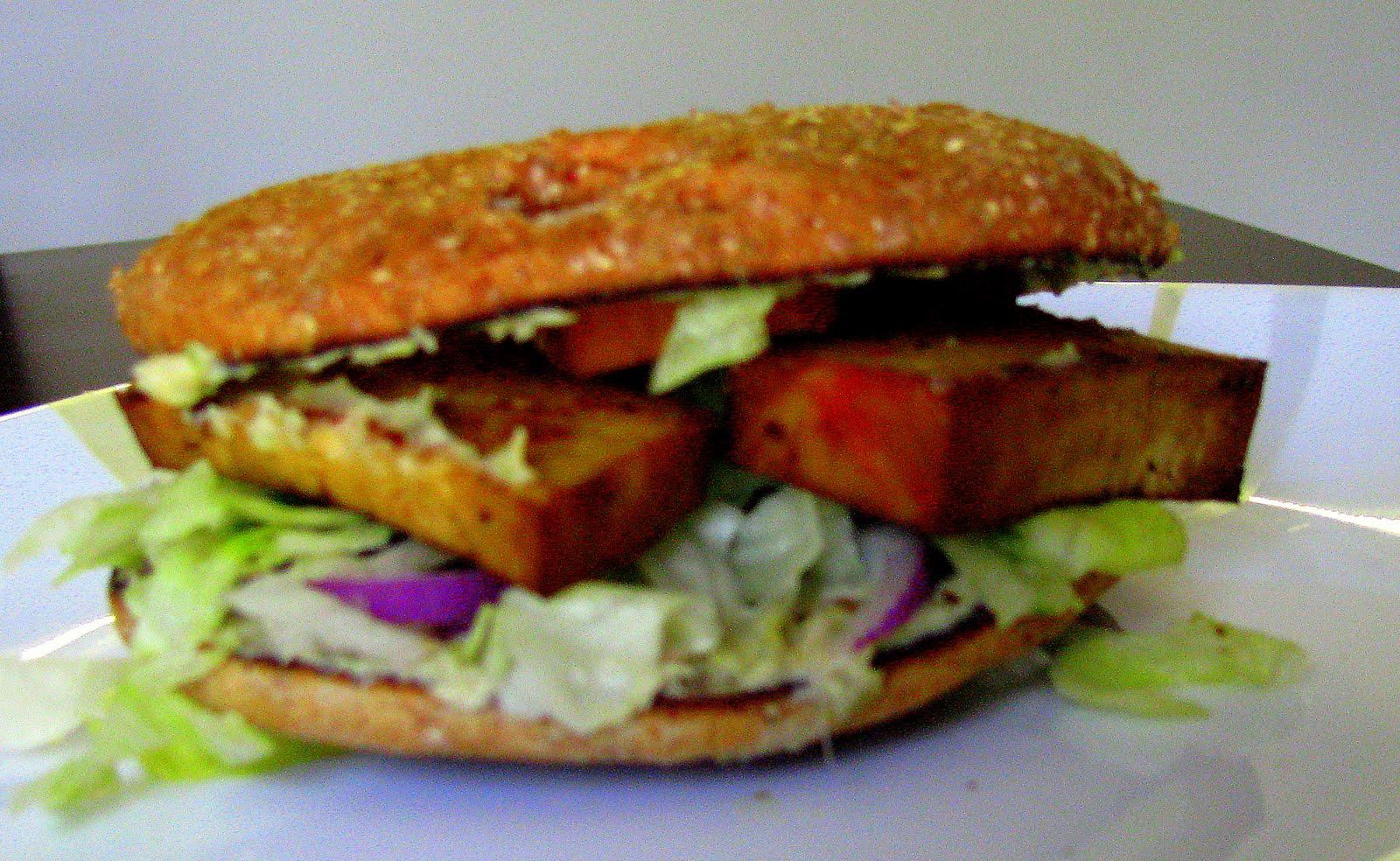YummO: Tofu and hummus bagelwich