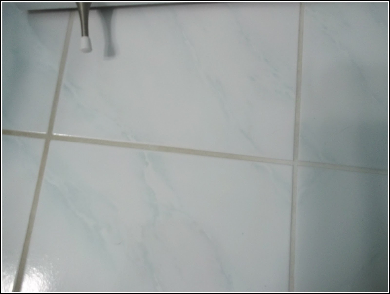 Julie's little house: cleaning grout with pinterest