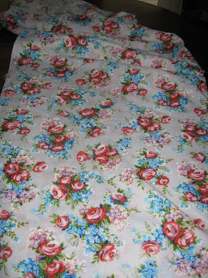 www.sewplus.blogspot.com red roses turquoise fabric