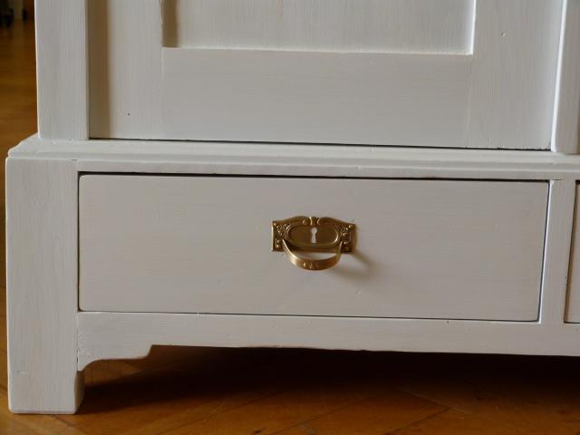 antike m bel wei er schrank um 1920. Black Bedroom Furniture Sets. Home Design Ideas