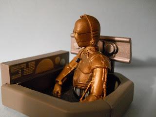 maqueta a escala del robot de la saga Star Wars