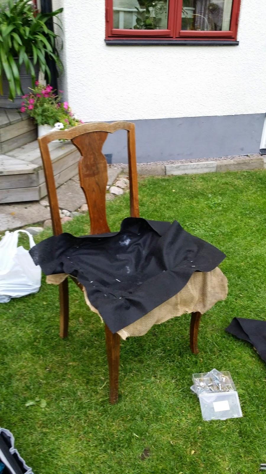 Millas Trädgård: En gammal stol...