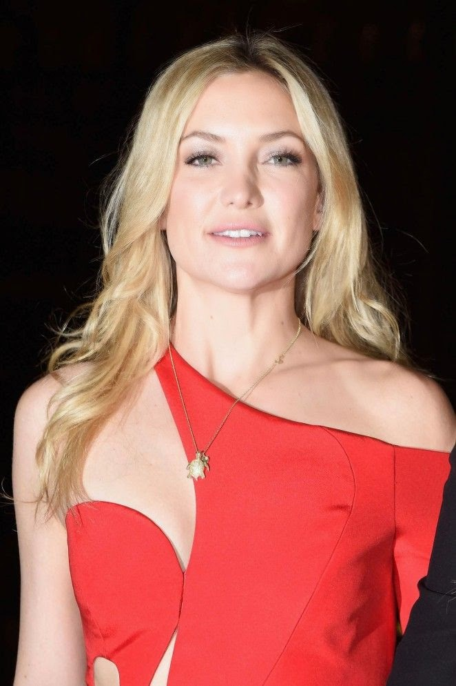 Opting to dress down in a red theme, the 35-year-old revealed an impressive range of show-stopping ensemble in French capital at Paris on Sunday, January 25, 2015.