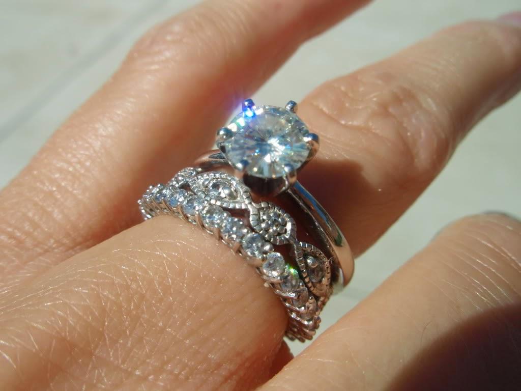 JANE ENTRE LINHAS Tradições e Histórias dos Anéis de Casamento Empilhados