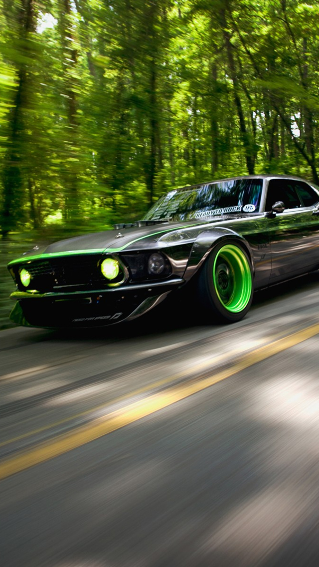 Delightful Green Car Iphone 5 Wallpaper