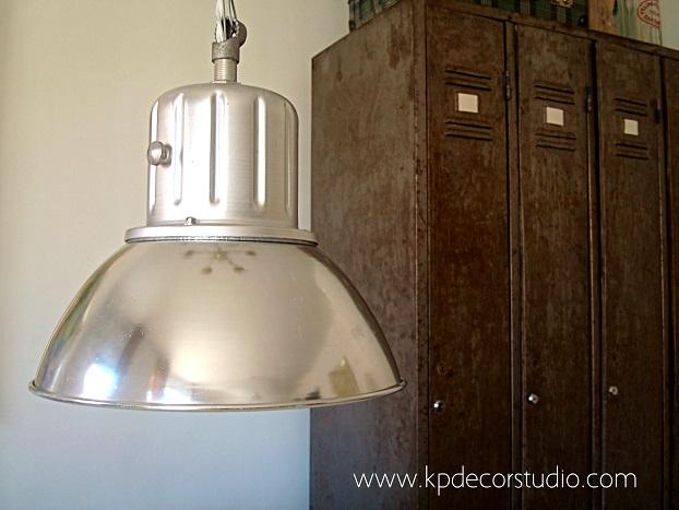 Estilo industrial. Lámparas de techo metálicas de fábrica. Armarios industriales. Lamparas originales y auténticas de fabrica para casas