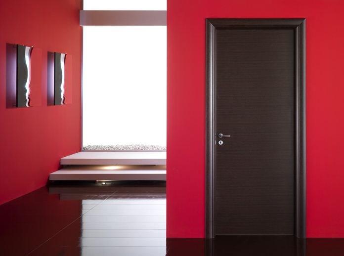 Consigli per la casa e l 39 arredamento le porte in weng for Pintura para puerta de madera exterior