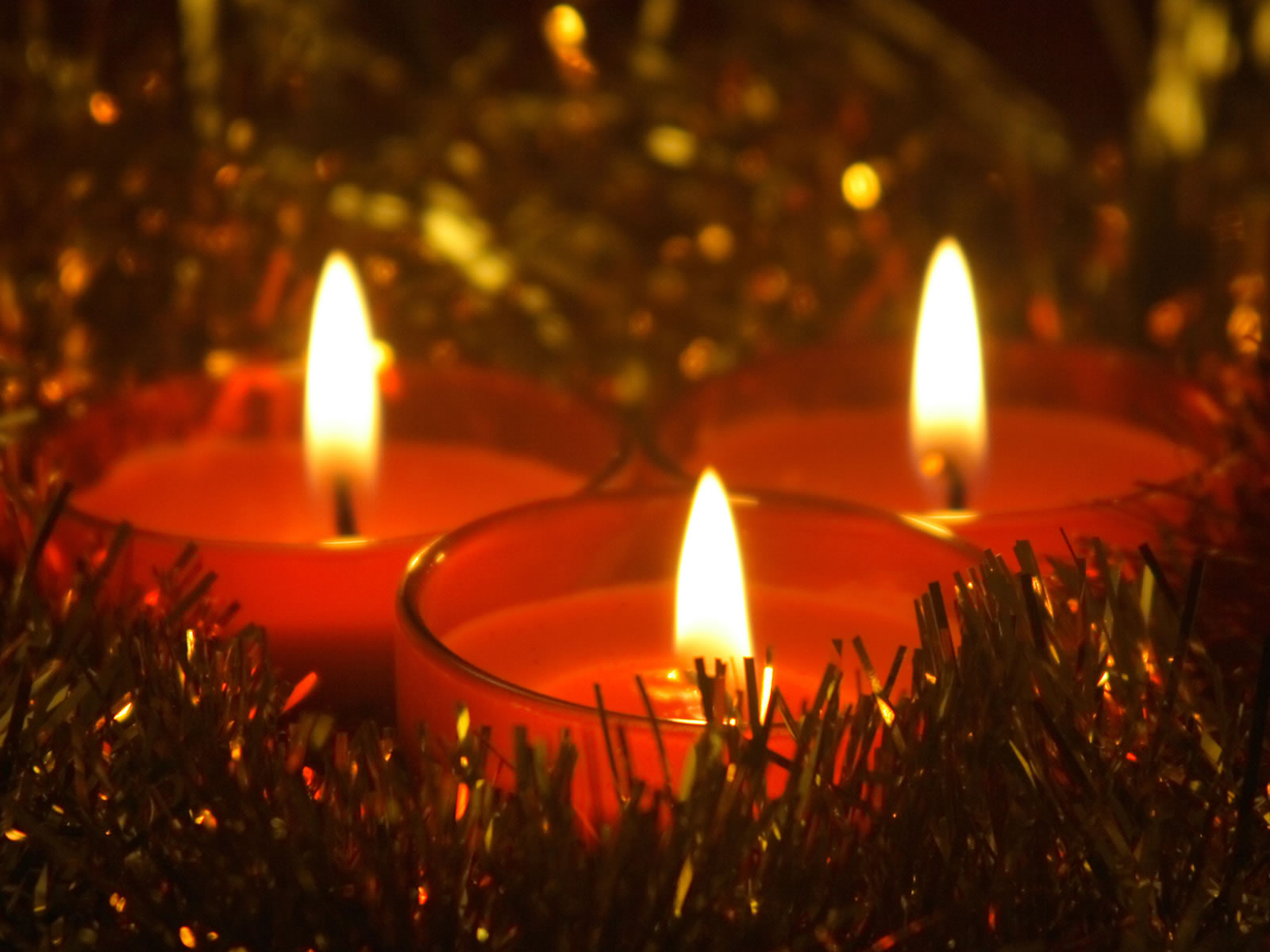 http://2.bp.blogspot.com/-eSMhBc8sDk8/Trgnf3E8uSI/AAAAAAAAAJA/tedteQJaCSg/s1600/beautiful-christmas-candles-wallpapers.jpg