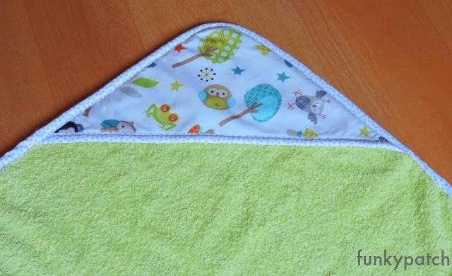 capa de baño para bebé hecha a mano por funkypatch