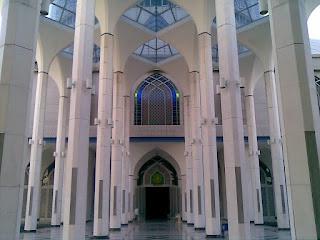 Teknik ikut imam di saat akhir dalam masjid yang besar