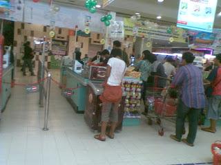 Antrian Di Carrefour