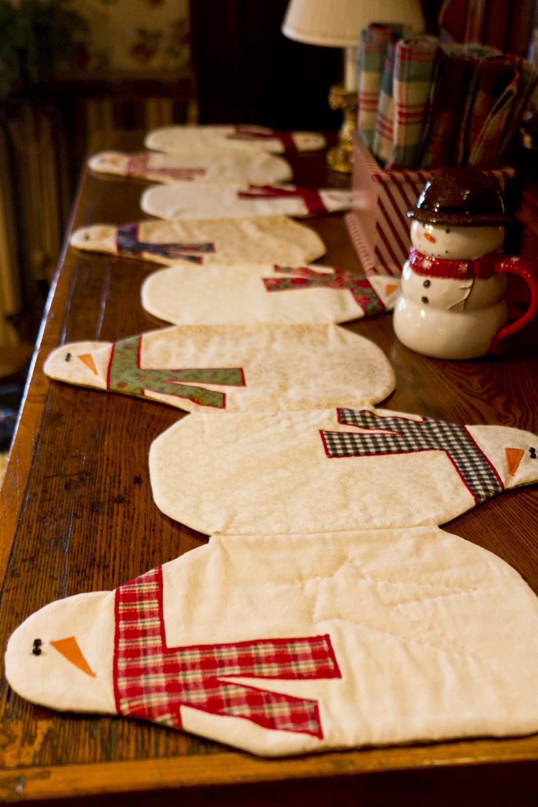 snowman table runner wendys hat. Black Bedroom Furniture Sets. Home Design Ideas