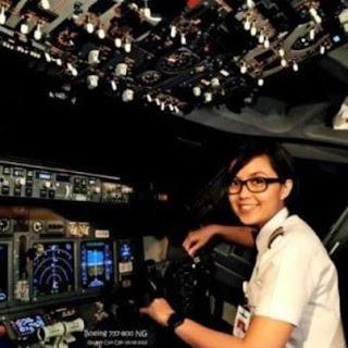 Sarah Widyanti Kusuma Pilot Cantik dan Termuda Indonesia
