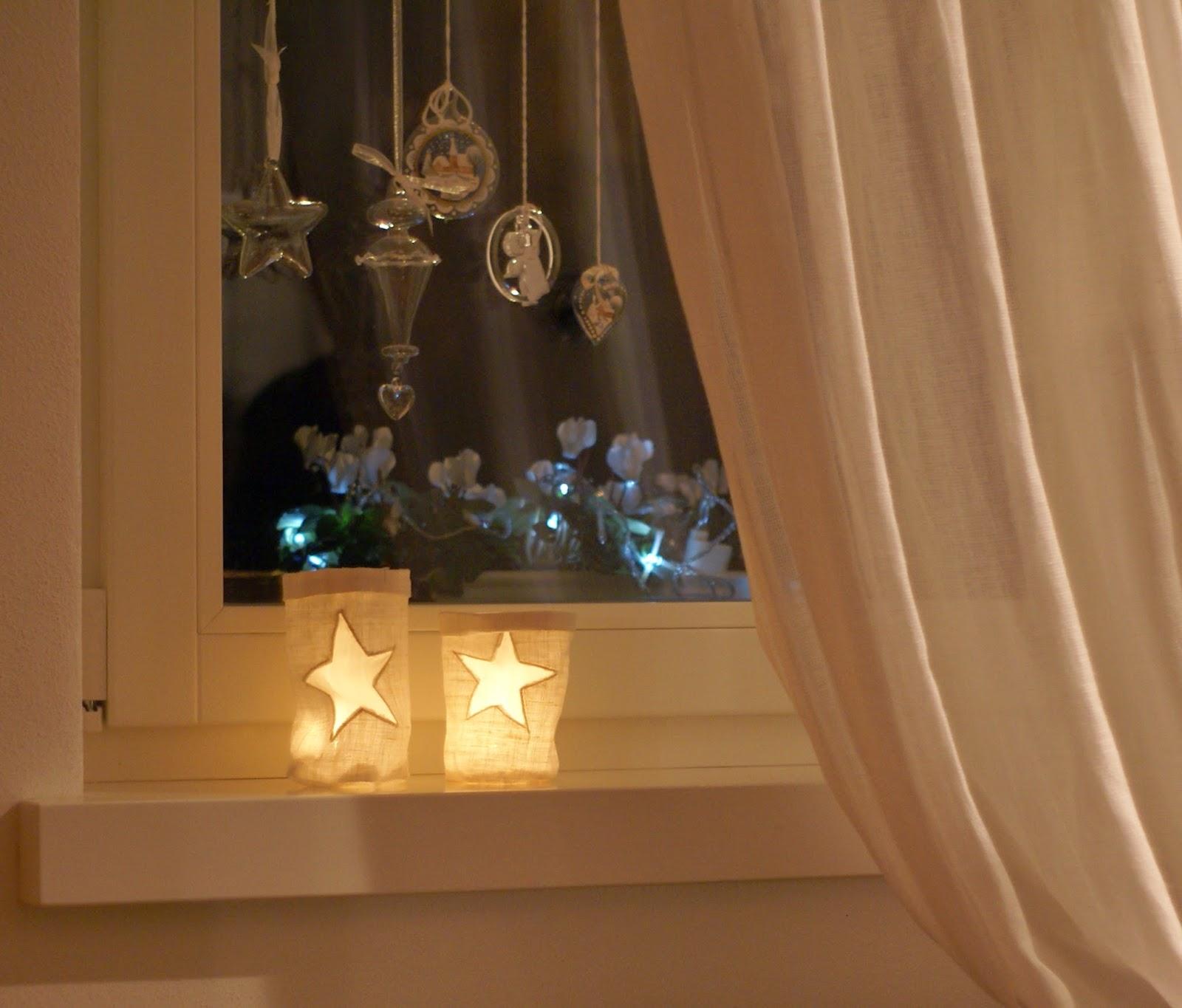 La malle de maman candele alla finestra per natale al verde - Addobbi finestra natale ...