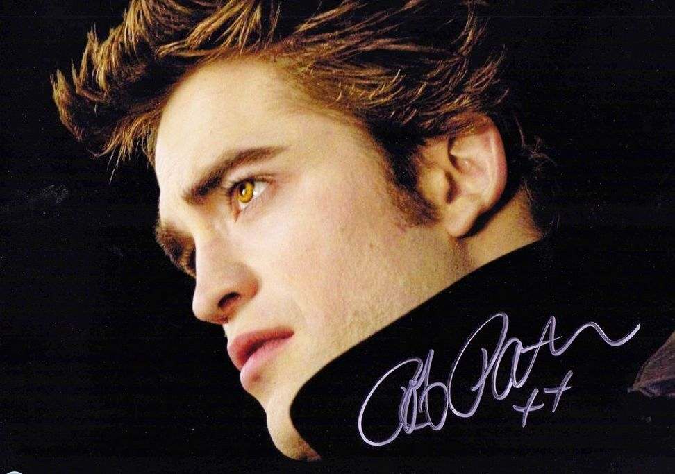 Robert Pattinson, Ashley Greene sign Breaking Dawn, Paris fan autographs in ...