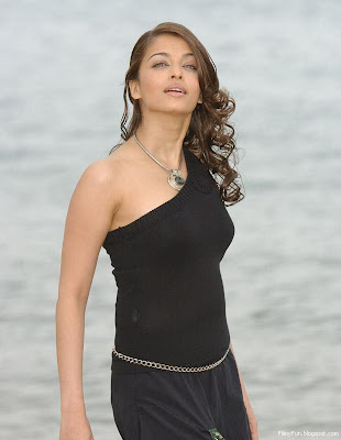 aishwarya_rai_hot_in_black_FilmyFun.blogspot.com
