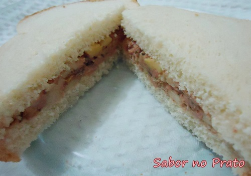 Sanduíche com Atum bem fácil de fazer.