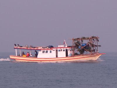 kapal mancing pulau tunda