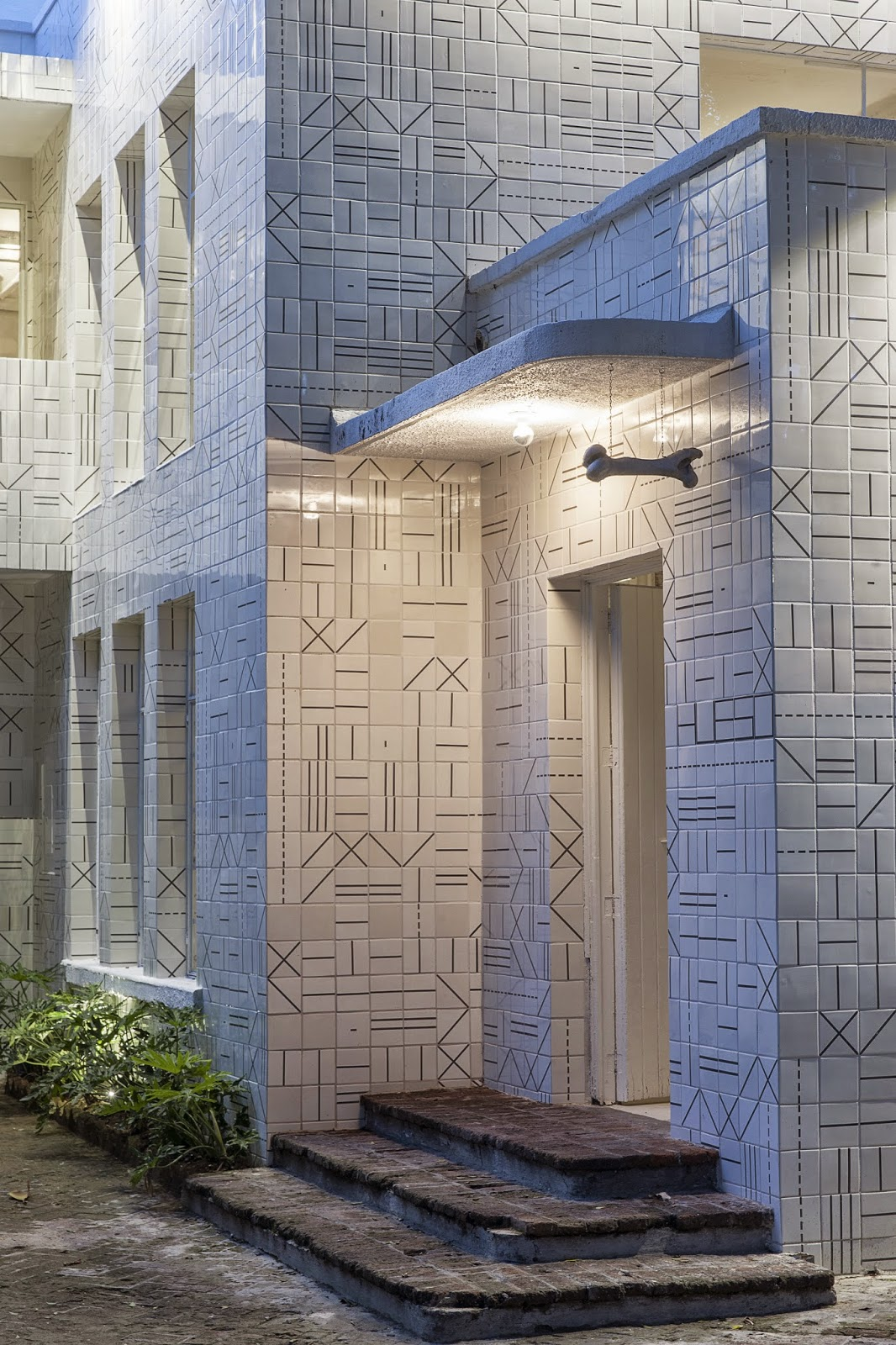 gaya-interior-dan-dekorasi-unik-ribuan-tulang-hewan-di-rumah-makan-Hueso-002