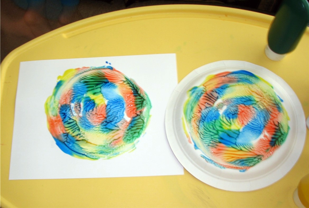 Spin Art with paper plate cd and a lid... ~ Puttiu0027s World -kids-activities & Spin Art with paper plate cd and a lid... ~ Puttiu0027s World -kids ...