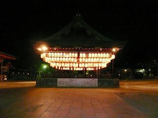 Fotografía del maidono del santuario de Yasaka jinja