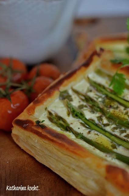 Spargel Tartelettes Ziegenfrischkäse Radieschen Salat Kerbel Blätterteig zuckerfrei