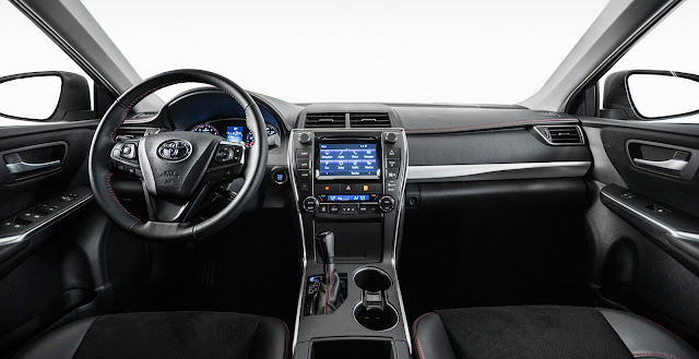 Interior view of 2016 Toyota Camry XSE
