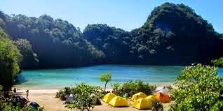 Pesona Objek Wisata Pulau Sempu Malang