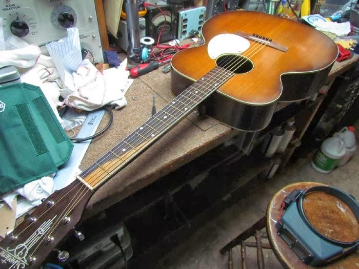 1950s Silvertone Kay K22 Jumbo Acoustic Guitar Overview Crawls Backward When Alarmed