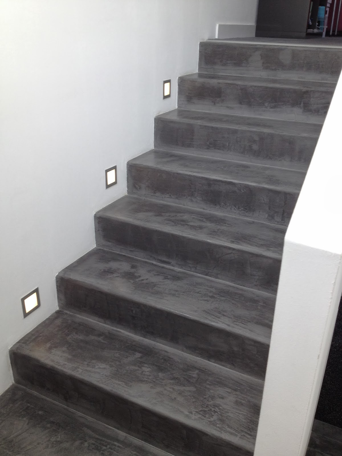 Deco escalier beton latest with deco escalier beton for Revetement escalier beton interieur