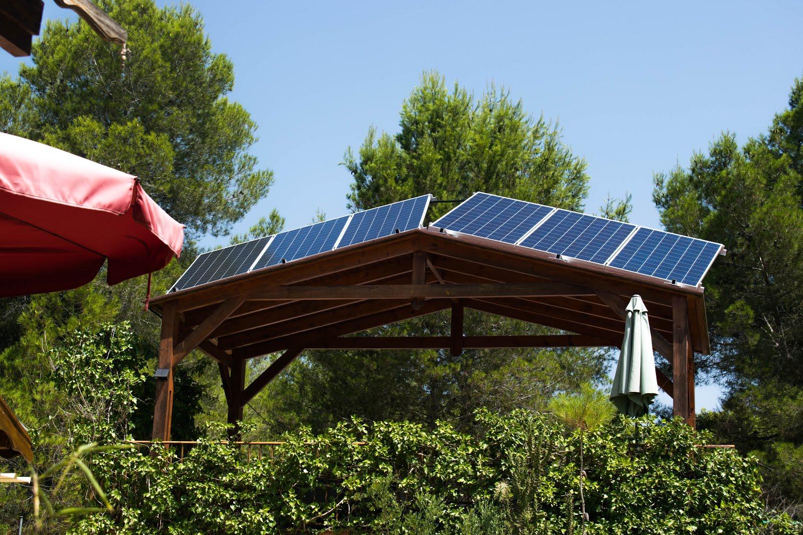 Ya tenemos nuestra pequeña central  de energía solar, por el autoconsumo