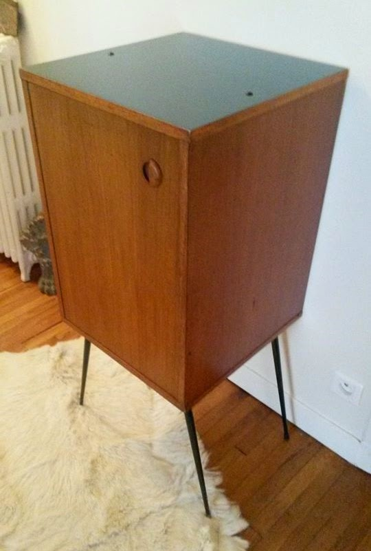 dur e de vie ind termin e petit meuble bleu p trole sur pieds m tal. Black Bedroom Furniture Sets. Home Design Ideas