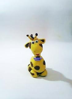 Imagem da girafinha de biscuit